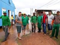 Vereadores Acompanham trabalhos no Morro da Macaca.